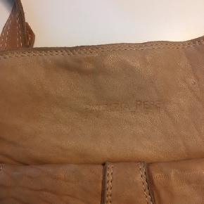 Vintage/retro velholdt taske (købt for cirka 10 år siden)  Tager kun imod bud fra 400kr og op efter