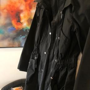 Super fin forårs/efterårs jakke. Brugt 2 gange 🌸