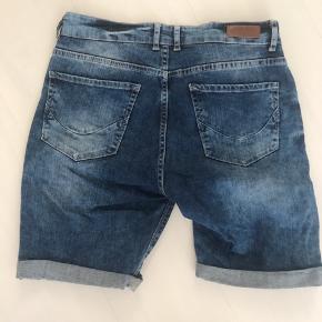 Black rebel shorts. Masser af stræk i. Byd endelig!!