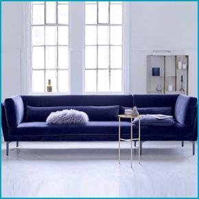 Mørkeblå velour 3 personers velour sofa. Så fin stand. Virkelig blød og dejlig at sidde i, og virkelig let at holde ren og rengøre.  Mål: Længde: 293 cm. Bredde: 90 cm. Ryghøjde: 82 cm. Indre mål: Bredde: 63 cm. Siddehøjde: 43 cm.   Skal hentes i København V :-)