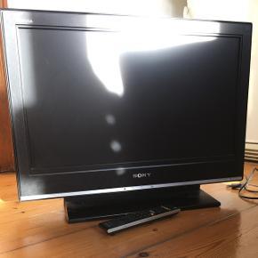 """SONY bravia 28"""" fladskærms TV ældre model, men virker fint.   399kr  2 x HDMI udgang Fjernbetjener medfølger.  (Hentes i Århus C - vi flytter så skynd jer)"""