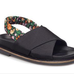 Fine ganni sandaler. Brugt 2 gange. De er små i str. - passer 37-37,5