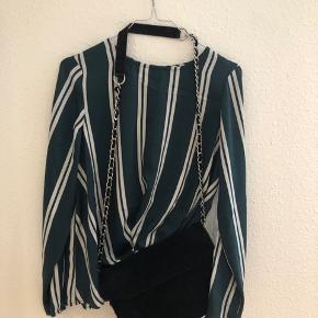 Denne super fine trøje fra Vero Moda sælges, da jeg desværre ikke har fået den brugt. Trøjen er blevet brugt en gang og kommer fra et ikke ryger hjem💫
