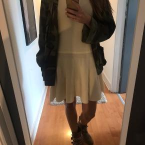Fed strik kjole fra Ganni Lækker til både støvler og sneakers