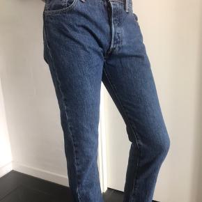 Levis Jeans 30x32 Pæne og velholdte bukser fra ikke ryger hjem.