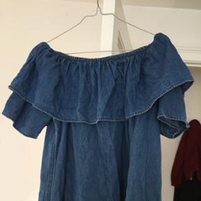 Sælger denne kjole fra Monki. Aldrig brugt Str M Mp 200