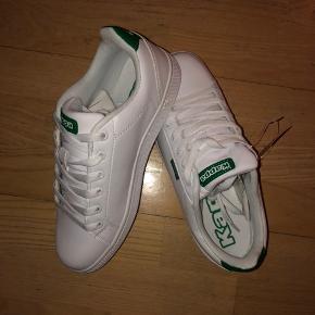 Helt nye kappa sko! Aldrig brugt og stadig i original kasse. Købt for små, og derfor sælges de.