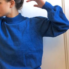 Smuk blå Strik med ballonærmer fra Minus med navnet Lola Knut pullover  52% Visocse  28% polyester  20% nylon   #Secondchancesummer  Kom med et bud