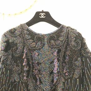 Så fin vintage paillet bluse sælges! Ingen størrelsesmærke i, men passes af henholdsvis en S og M.