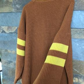 Flot stik tunika / lang sweater sælges Str. M ( Oversize ) Sender gerne
