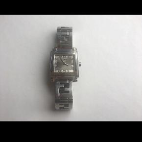 #30dayssellout FENDI tidløst ur til salg. Ca 17 år gammelt. Trænger til en pudsning og et nyt batteri så er det som nyt igen.   Nypris 7500,-