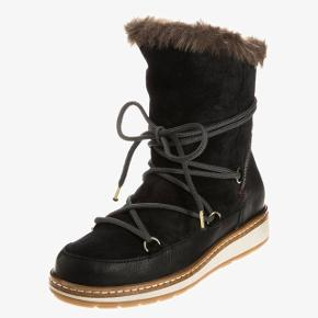 Tommy Hilfiger Woolie vinterstøvler i str 37. I god stand, men brugt. Dejligt varme til den kommende vinter❄️  NP: 1595kr Afhentning i Valby. Sender også med DAO via Tradonos handelssystem, som sikrer både køber og sælger.