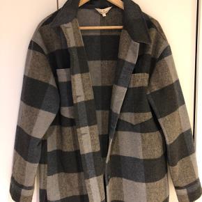 Basic Apparel jakke