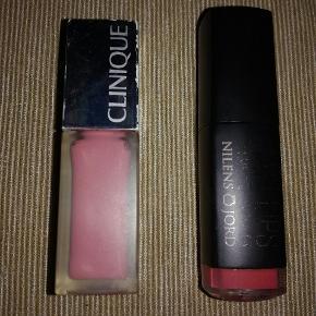 To lækre og allergivenlige, matte læbestifter, begge brugt få gange. Smukke farver. Nilens jord No. 914 SPICE   Clinique 01 CAKE POP  40,- pr stk🎉  (Nypris pr stk 150,-)