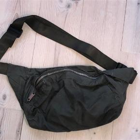 Weekday bæltetaske