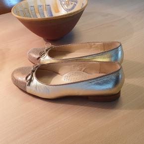 Nicoletta Parabiage Italiensk sko købt hos Mirell ,str. 39 ,Nypris 1800 kr. sælges for 400 kr.