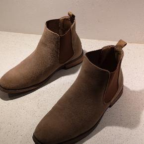 Chelsea boots. Kun prøvet hjemme. Ny pris 800