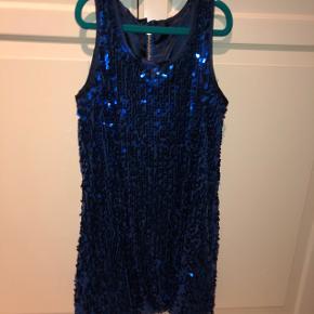 Hej! Sælger denne fine paliet kjole:)Skriv hvis du er intra!
