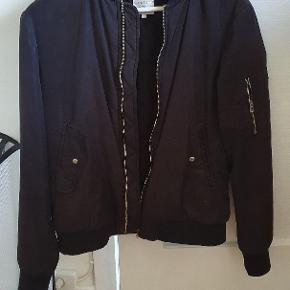 Bomber jakke fra Zara  Mp 200