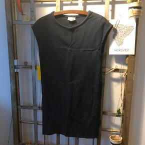 """""""Sweat dress"""" fra Ganni str. S.  ▪️Velkommen i shoppen 🤩👗☘️ ▪️Bud er altid velkomne 🌹📸💰 ▪️Tager ikke billeder med tøjet på ‼️‼️ ▪️Sender udvalgte varer 📦🔍💌 ▪️Afhentning nær Nørrebro st. ☑️ ▪️Ingen byttehandler 🔁🌸🖖🏼🌼"""