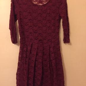 Str s/m Rigtig flot rød kjole Med blonder Kun brugt på enkel bytur ☀️sender med DAO ☀️modtager betaler Porto