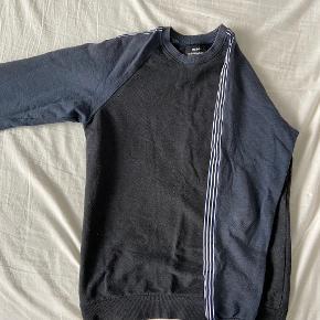 Lækker sweatshirt fra Mads Nørgaard i mørkegrå Fine detaljer ned ad armene Style / Beach sweat Sune Str / M Nypris / 650