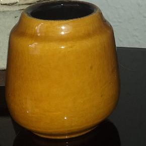 Sød lille vase ca 9 cm i højden