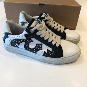 Super fede sneakers fra Zadig & Voltaire i størrelse 37 og i rigtig god stand. Nypris er 1865,-