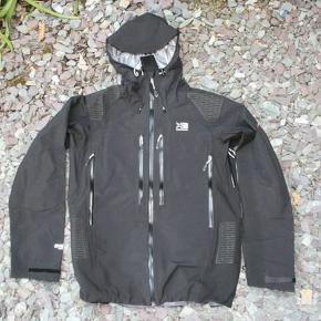 Karimor Elite Phantom jakke i sort. Vandtæt. Købt i England til 160 pund, desværre for stor til mig.