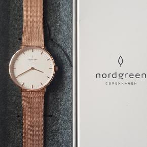 Roseguld.  Mærket er Nordgreen som er et nyopstartet mærke. Urene har jeg købt igennem Kickstarter. Se min profil for udvalg af flere typer ure af samme mærke.