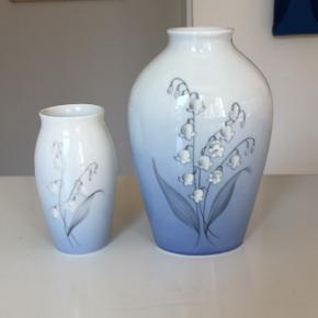 Bing og Grøndahl vase sælges. lyseblå med liljekonval  Lille nr 57 / 255 måler 11,5cm i højden  Bemærk Den store er solgt