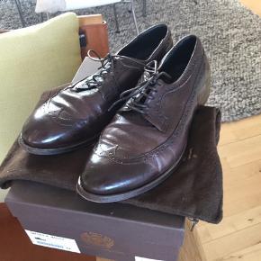 Flotte brune sko med mønster i det lækre skind og snørebånd fra italienske Alberto Fasciani