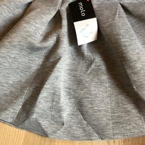 Ny smuk vidde nederdel - står pænt ud til siderne på, str 122/128, nypris 350 Mp 150