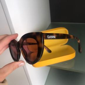 GANNI solbriller i perfekt stand Nypris omkring 1500  Har ikke kvittering