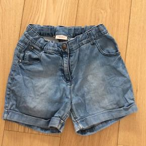 Pæne lyse demin shorts.