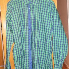 Brand: Peroni Varetype: skjorte Farve: Se billede  Brugt 2-3 gange