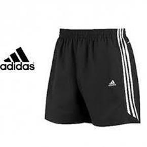 Varetype: NYE climalite essential ShortsStørrelse: 9/10 år Farve: Sort  NYE climalite essential Shorts i str. 9/10 år fra Adidas.  Mindsteprisen er kr. 200+porto.  Jeg bytter ikke.