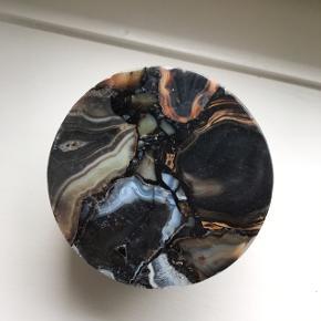 Fine skål med marmor låg.