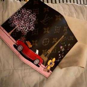 Sælger mit pascover fra sidste års julekollektion. Kvittering, dustbag og æsken medføger.  Har selv givet en del mere for den. Pris er 2400,-