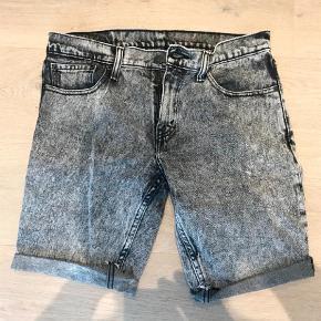 """Varetype: Shorts Størrelse: 31/32"""" Farve: Sort Hvid Oprindelig købspris: 500 kr.  Model 511  Str. 31"""