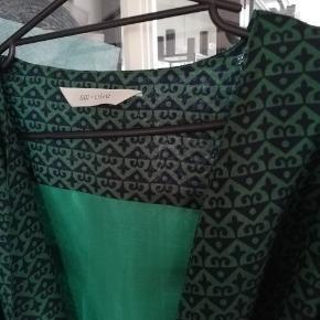 Lækker kimono, som kun er brugt en enkelt gang. Passer en xl, kan kun se der står 5 på størrelse