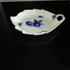 Sælger dette smukke kagefad Blå blomst