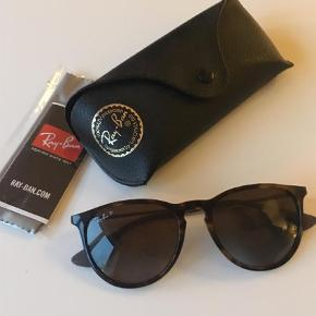 Varetype: Solbriller Størrelse: 54 Farve: Brun  Ray-Ban Erika i perfekt stand.