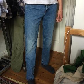 Jeans fra Arket, størrelse W29 (og tilsvarende L32). Brugt få gange og fremstår som fra ny