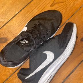 De er brugt, men kun i fitness og er passet rigtig godt på!  Hsr købt nogle nye ellers havde jeg stadig brugt dem, de er gode at træne i og løbe især!