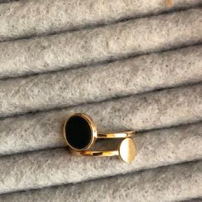 Fine ring, fine detaljer, str 51-53 (lille)  Stenen er grøn