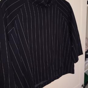 Fin envii bluse i rigtig god stand   Køber betaler fragt.