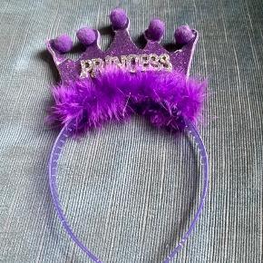 Prinsesse hårbøjle   -fast pris -køb 4 annoncer og den billigste er gratis - kan afhentes på Mimersgade. Kbh n - sender gerne hvis du betaler Porto - mødes ikke andre steder - bytter ikke