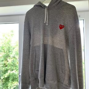 Very good condition hoodie that I love but don't use at all. Dm me if you wanna talk price.
