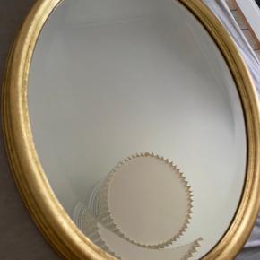 Fint ovalt spejl med målene; L54. B40